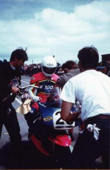 Shaun Harris at the pit  stop with John Britten  and a mechanic